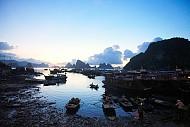 Đông Đúc Tấp Nập Chợ Hải Sản Trên Cầu Cảng Ra Đảo Cô Tô