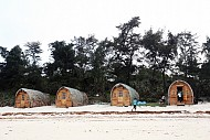 Khám Phá Khu Lều Nghỉ Dưỡng Độc Đáo Bên Bờ Biển Cô Tô